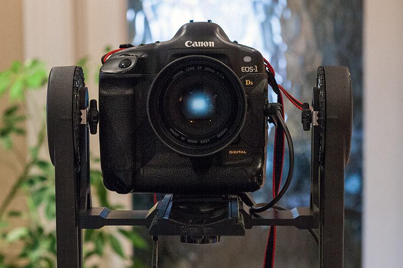camera on motorised mount